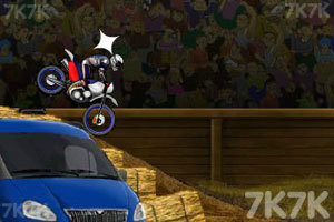 《特技摩托》游戏画面4