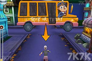 《愤怒奶奶玩跑酷万圣节版》游戏画面2