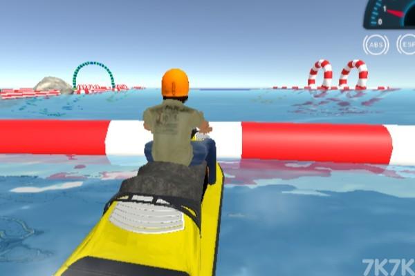 《特技摩托艇大赛》游戏画面3