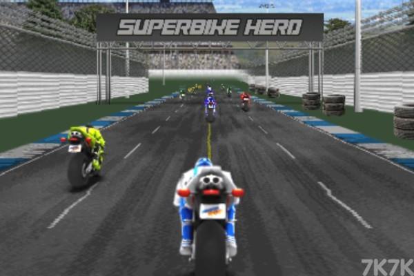 《狂飙摩托车无敌版》游戏画面1